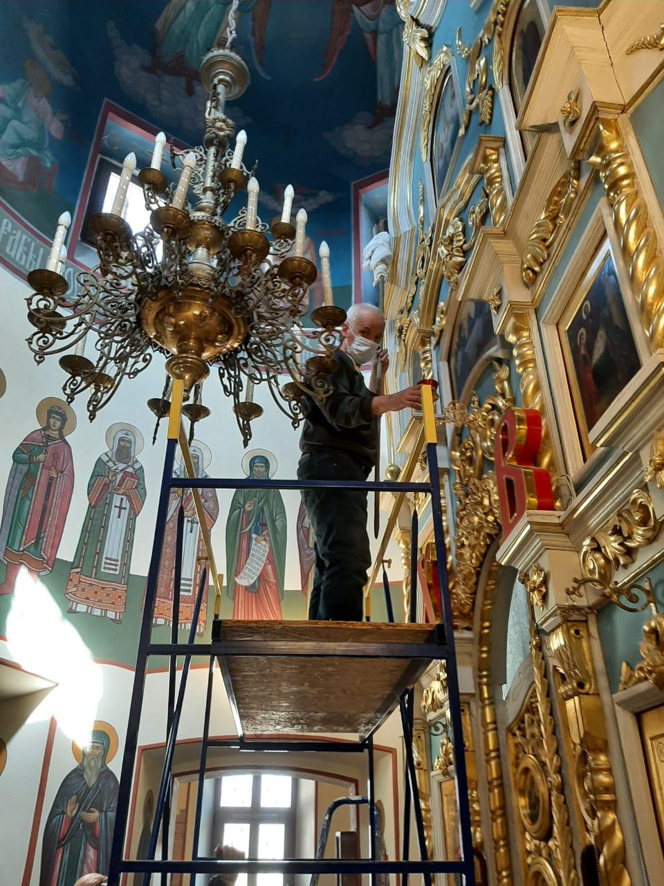 Подготовка храма к праздникам